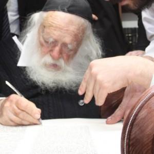 Rav Kanievsky Sefer Torah